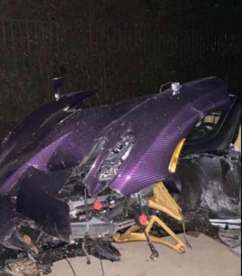 gage-youtuber-crash-supercar-5fbcea5e686d55fbceaec437bf