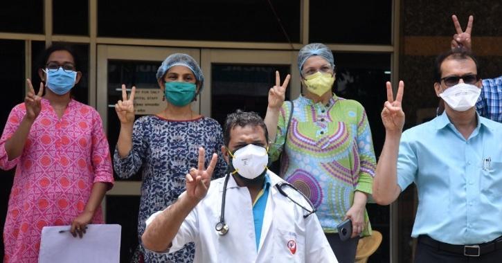 doctors-happy-covid-5fbcc0e092d06
