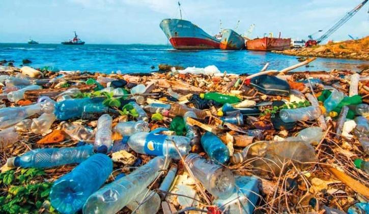 plastic pollution sea