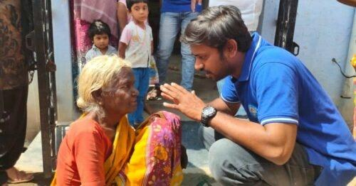 This young college professor has inspired hundreds of people to reach out and help those in need.  For six years now, P Naveen Kumar, who teaches at JKKN College, Erode, has been rehabilitating the homeless, and those begging on the streets.   How did it