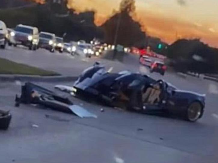 youtuber-crash-supercar-5fbcea5e686d5