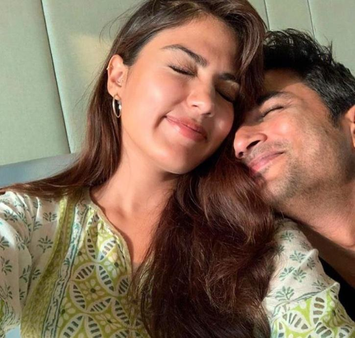 Rhea Chakraborty and Sushant Singh Rajput / Twitter