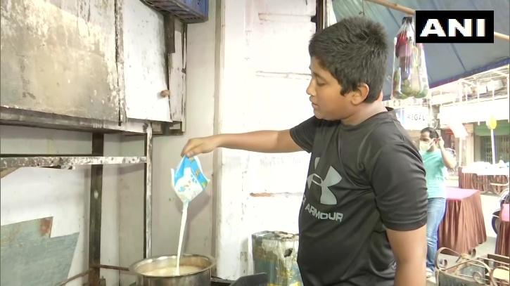 . His father died 12 years ago. After his mother lost her job, Subhan started to sell tea so that his sisters could attend online classes.