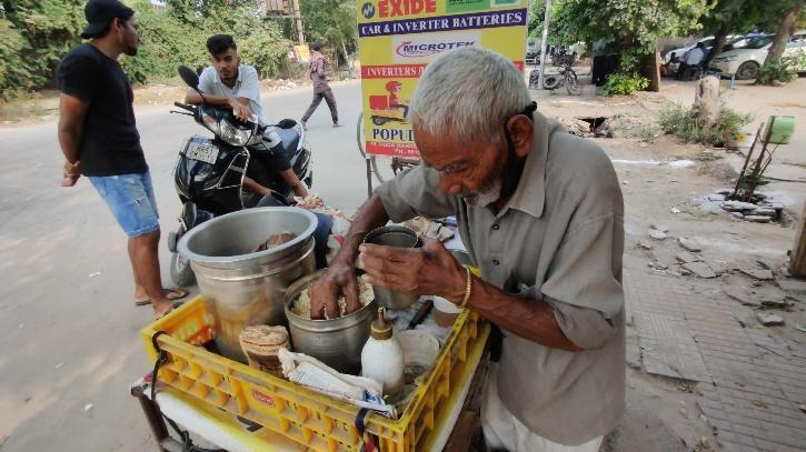 With help from his  daughter-in-law together make an income of about 6 thousand rupee