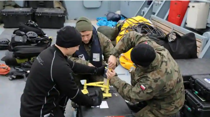 Navy divers from the 12th Minesweeper Squadron of the 8th Coastal Defense Flotilla take part in an operation to defuse the largest unexploded World War bomb