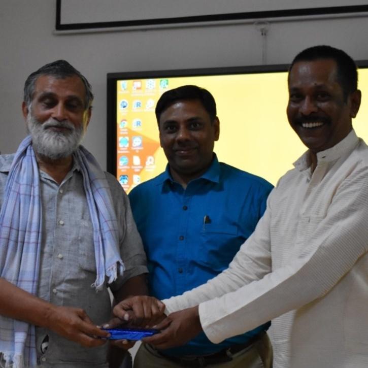 Kamal Taori IAS Biography: कमल टावरी: गम्छा लाटकाने वाला IAS अफ़सर