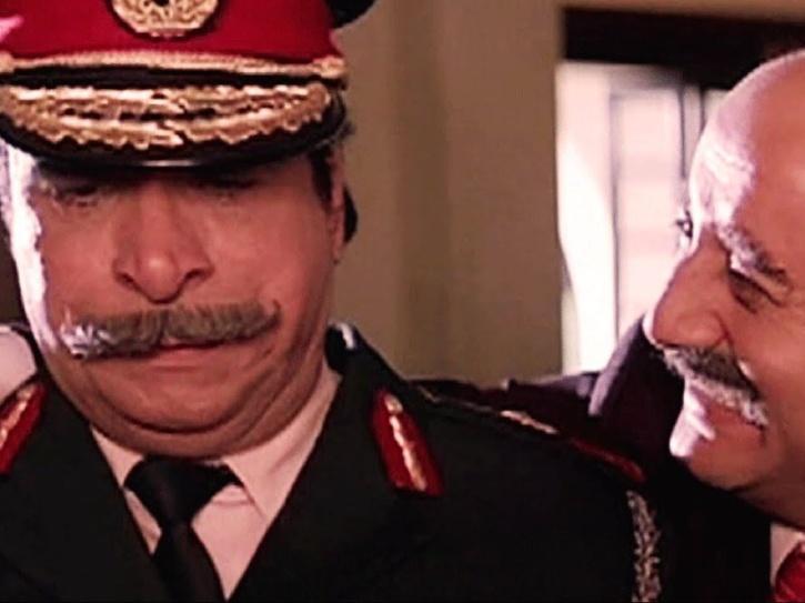 Kader Khan played double role of General Chittorai Pratap Sinha and Satrangi in Hum.