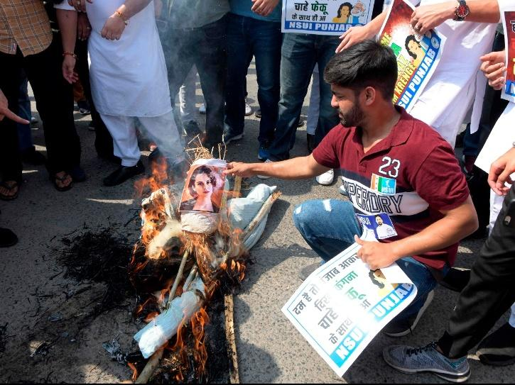 Activists of National Students Union of India burn an effigy of Kangana Ranaut after her anti-farmers tweet.