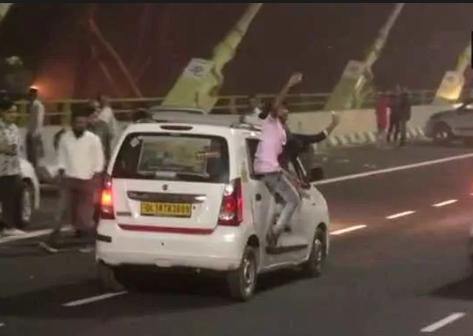 Crazy Stunts At Delhi