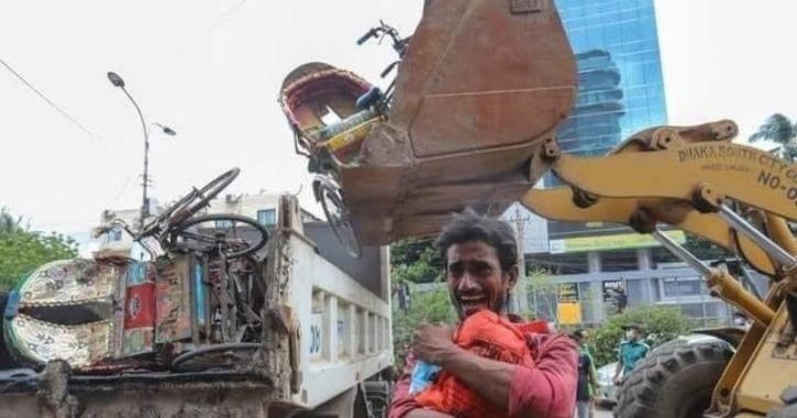 Man Gifts New Rickshaw To Heartbroken Rickshawala