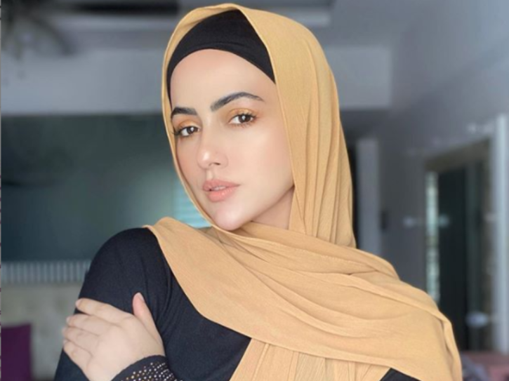 After Zaira Wasim, Bigg Boss 6 Fame Sana Khan Quits Showbiz To Serve Humanity & Follow Religion