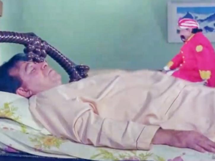 Kader Khan movies: Bajrangi Kumar in Ghar Ho To Aisa