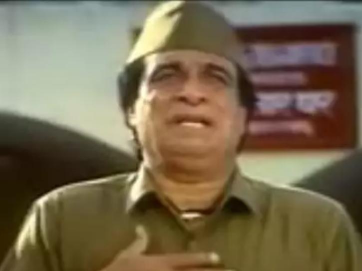 Kader Khan as Jugnu in Bol Radha Bol