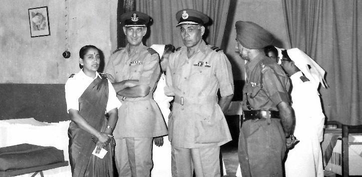 vijaylakshmi-ramanan-with-two-senior-officers-5f902544e20c7