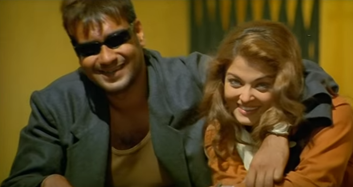 Aishwarya Rai and Ajay Devgn in Khakee / Youtube