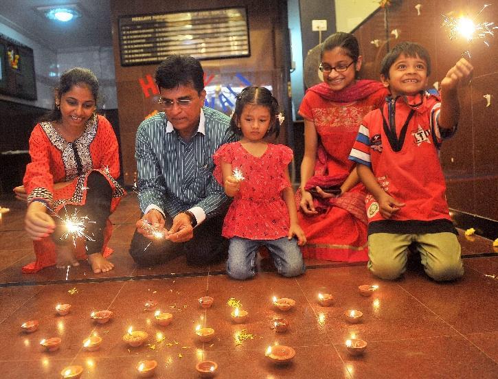 North east Mumbai MP gifts through the hands of Maharashtra