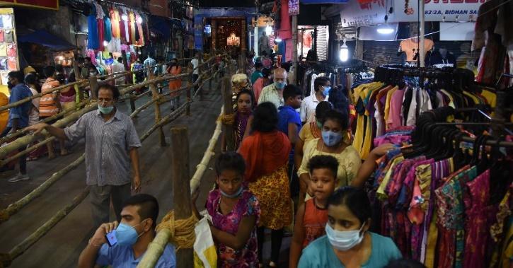 durga-puja-pandal-crowd-festive-festivity-diwali-5f8fd04e9f9cd