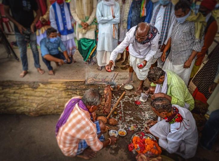 dussehra-committee-praying in Bastar
