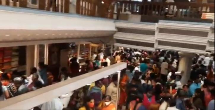 kumaran-silks-sealed-massive-crowd-flouting-covid-norms