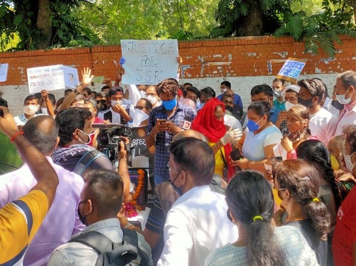 Massive Crowd Joins Hunger Strike By Sushant