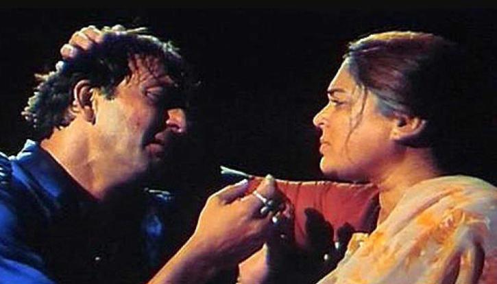Reema Lagoo and Sanjay Dutt in Vaastav the reality.