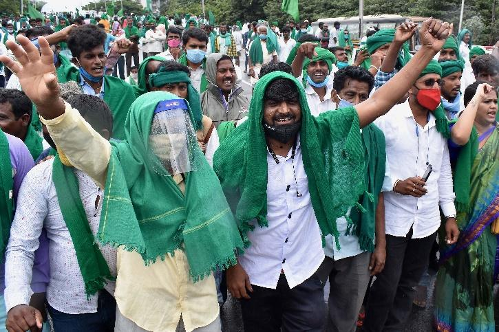 Now Farmer From Karnataka Hits The Road Against Agricultural Produce Marketing Committee Act,  Land Reforms
