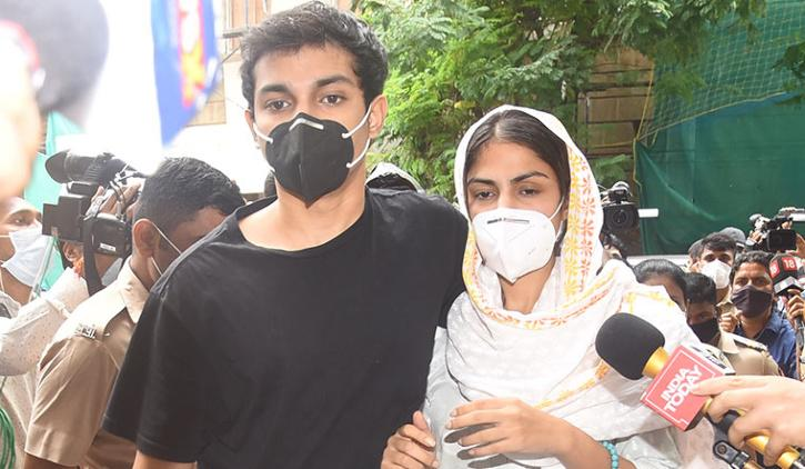 Rhea Chakraborty with brother Showik Chakraborty / Agencies