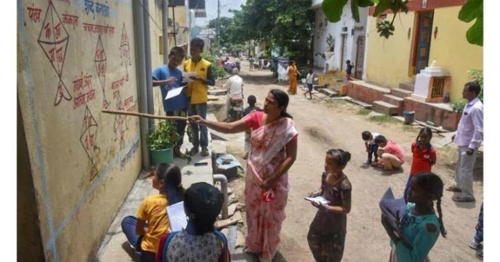 Maharashtra schoolvillage paints walls