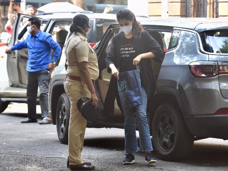 Rhea Rhea Chakraborty Retracts Confession Drugs Case NCB Forced Self-Incriminating Statement