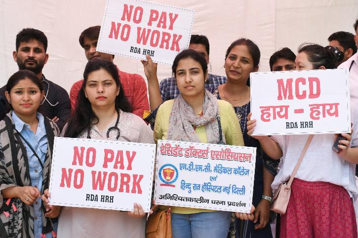 Hindu Rao staff protest over no salaries
