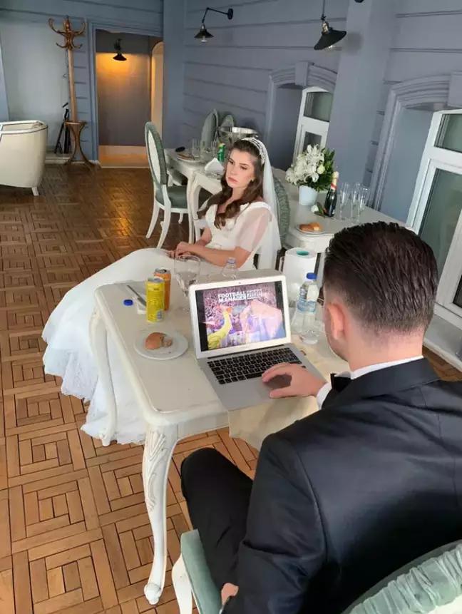groom play on laptop