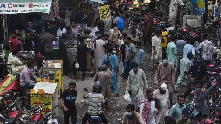 Pakistan crowded streets