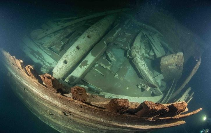 remains of sunken ship