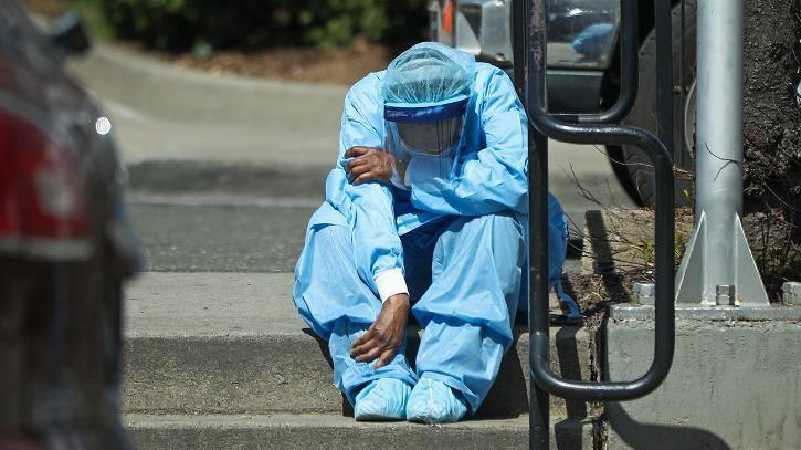 health care workers suffering due to covid