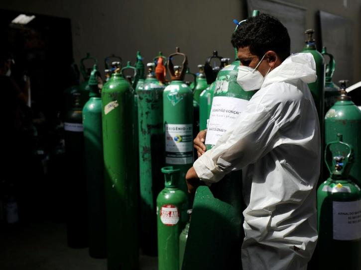 Davendra took help from one of his friends and approached the operator of Jharkhand Steel Oxygen at Balidih Industrial area, where the technician agreed to give him a full cylinder if he paid for the security deposit. He then drove to Noida with the oxyge