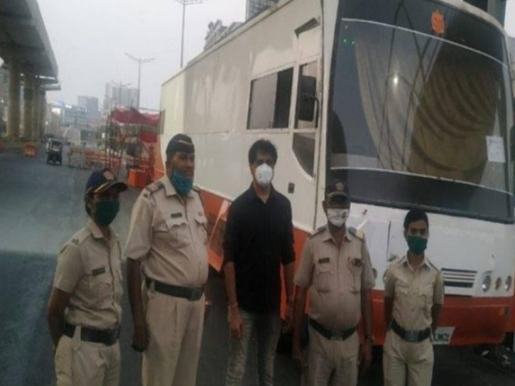 Mumbai Businessman Provides Vanity Vans Of Bollywood Stars For Free To Police On COVID-19 Duty
