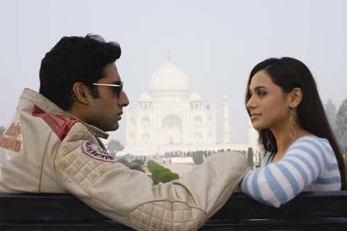 Abhishek Bachchan and Rani Mukherjee in Bunty aur Babli / Twitter