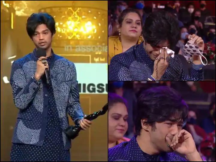 Irrfan Khan's Son Babil Cries Inconsolably, Rajkummar Rao Cant's Stop His Tears At The Filmfare Awards