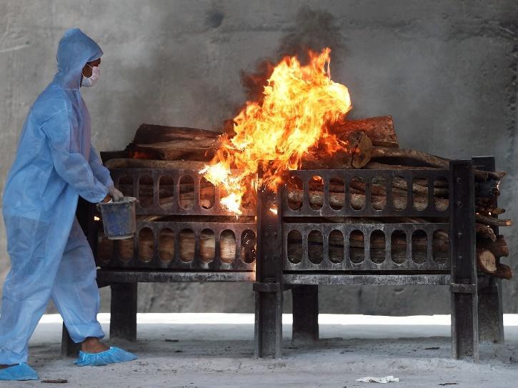 delhi covid crematorium
