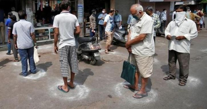 India coronavirus social distancing