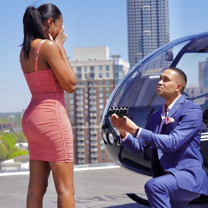 People on the internet loved the gesture and Hunn's idea of proposing with five rings.