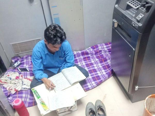 A photo of an ATM security guard studying inside the booth while doing his vigilance job has gone viral on social media.  The photo was shared by IAS officer Awanish Sharan on Twitter.