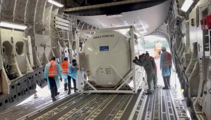 Singapore sends oxygen tanks to India