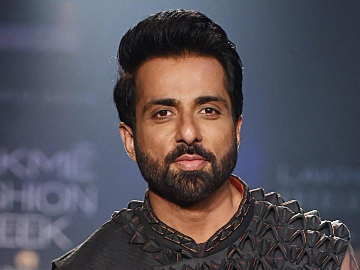 Sonu Sood Appeals To Health Ministry To Lower COVID-19 Vaccination Eligibility Age To 25 Years