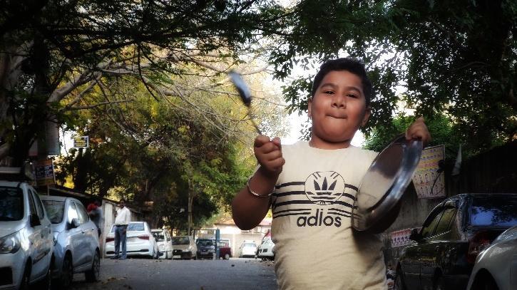 Kid banging plate after PM Modi