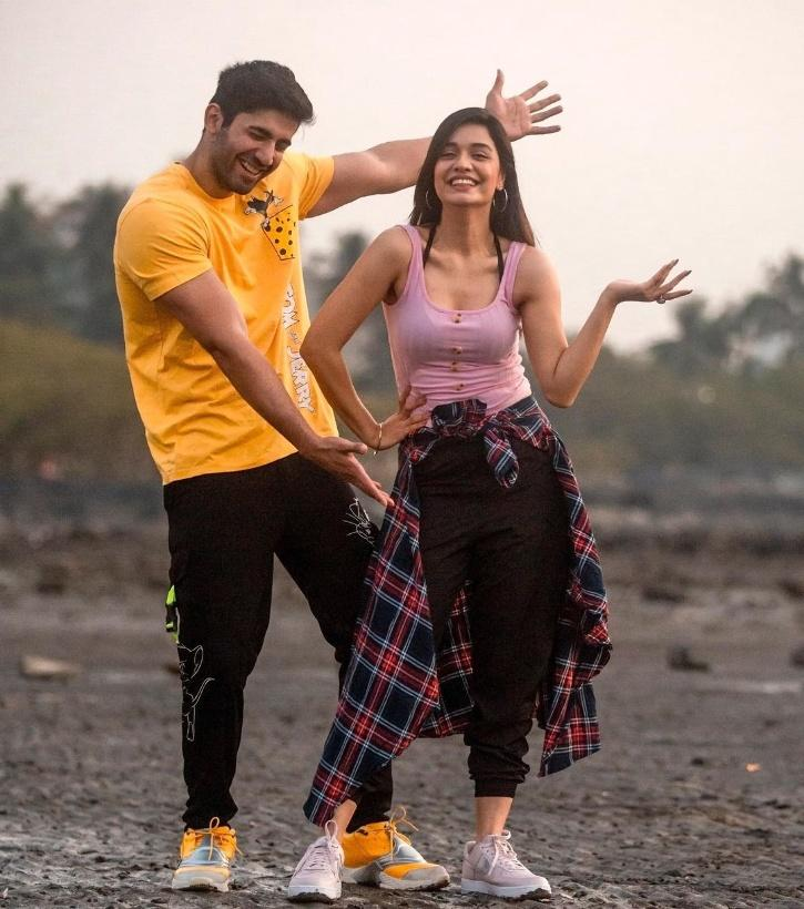 Recalling the fights between Rubina Dilaik and Abhinav Shukla, she added that since she is the bossy one in the relationship, she fears misunderstandings and fights because of the show.