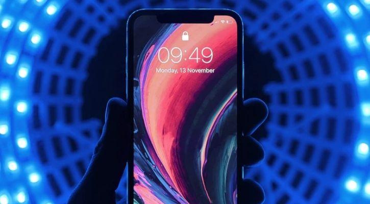 iPhone satellite connectivity