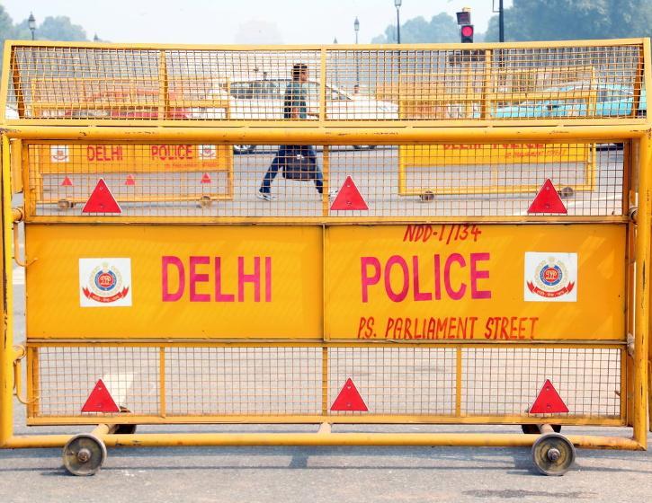 delhi police barricade