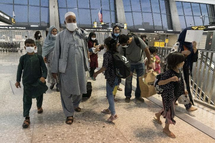 Afghans Leaving The Country