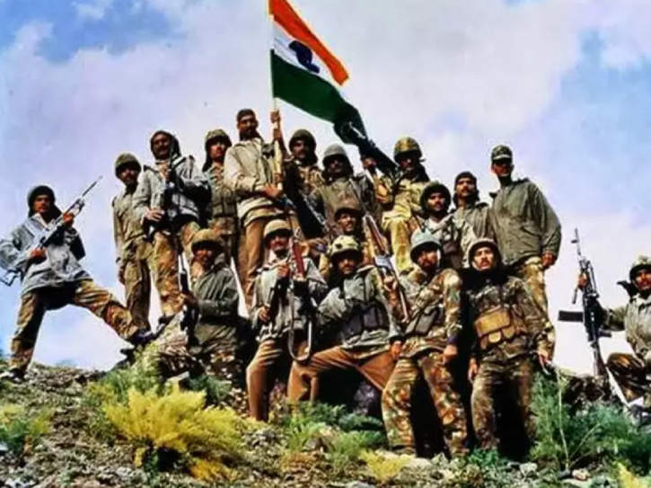 Indian army soldiers hoisted Tricolour on July 26, 1999